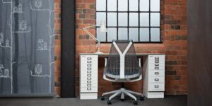 Bisley kantoormeubelen Den Haag bureau en stoel Heering Office