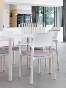 Kusch+Co kantoormeubelen Den Haag tafel - stoelen Heering Office
