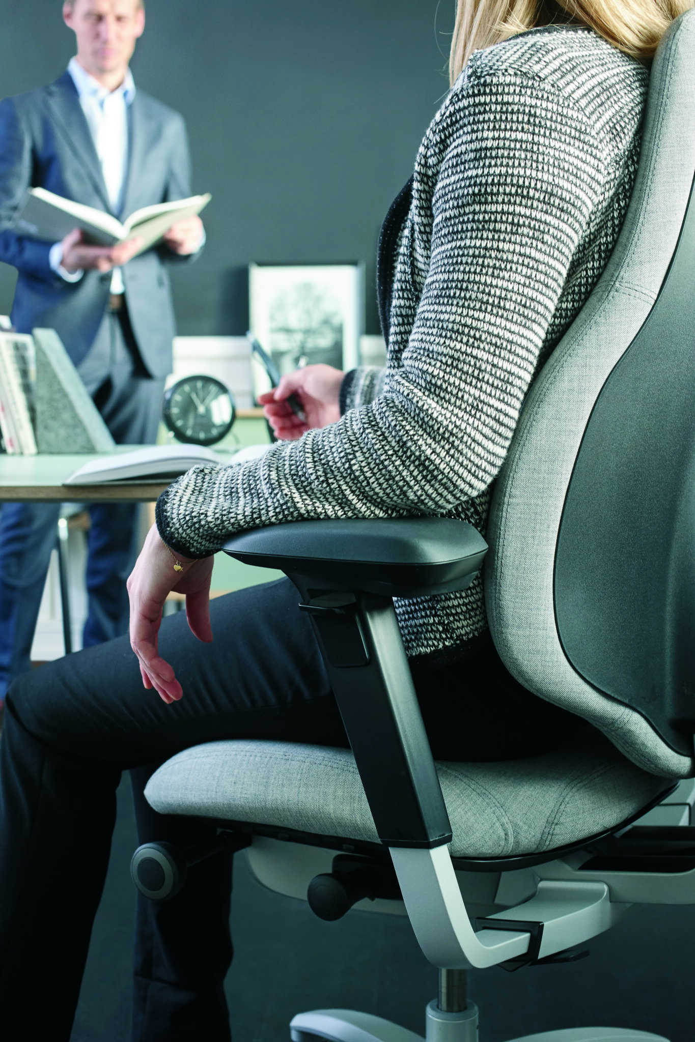 RH kantoormeubelen werkplek - bureaustoel ergonomie Heering Office Den Haag 3