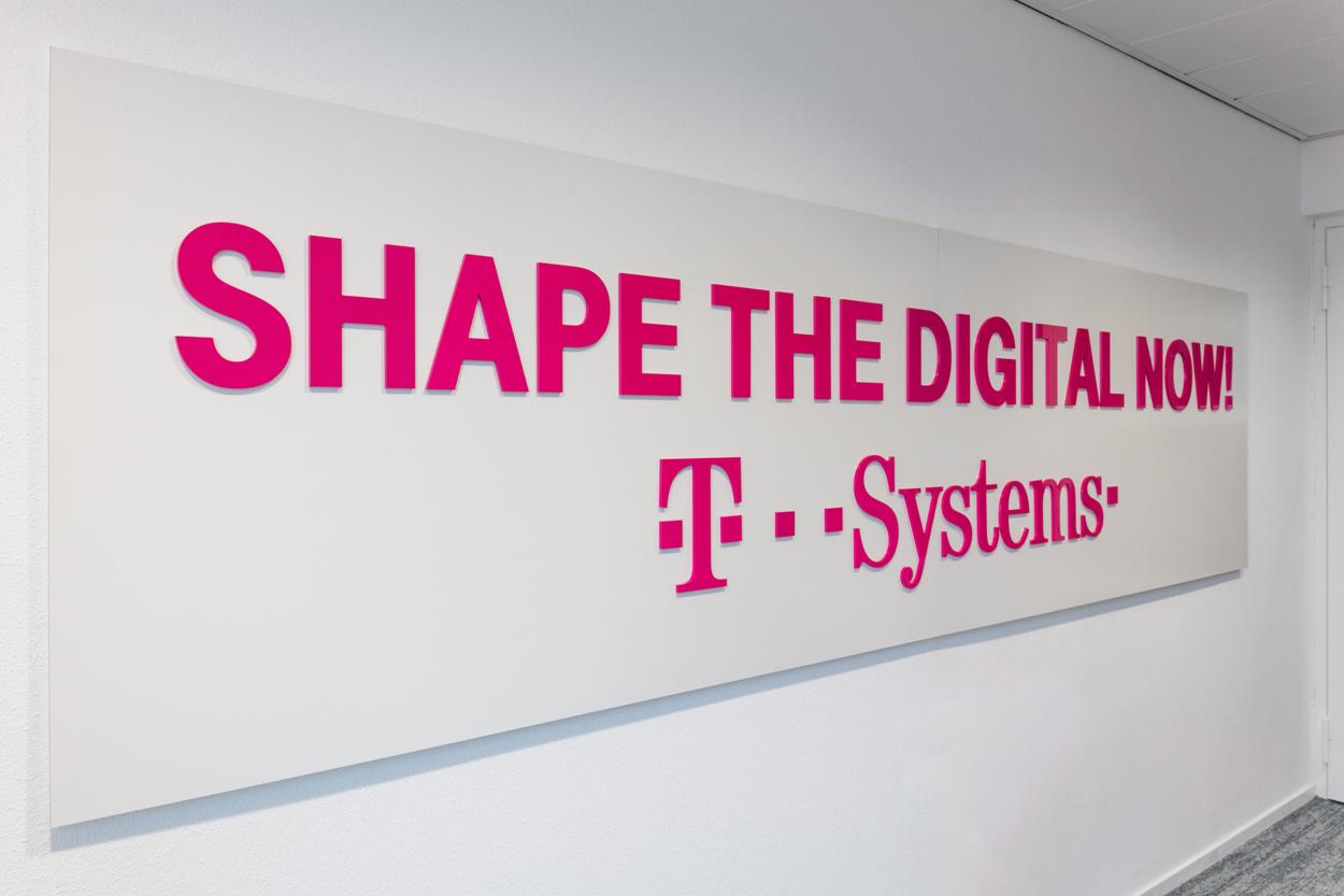 T-systems acrylaat tekst Heering Office Den Haag