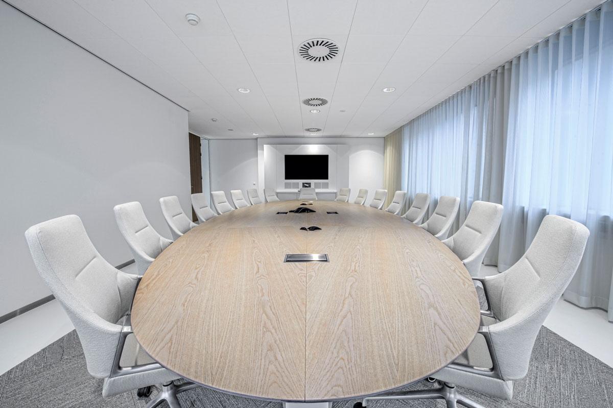 Castelijn kantoormeubelen Den Haag boardroomtafel Heering Office