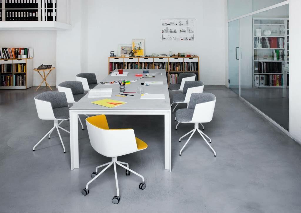Dum kantoormeubilair lapalma apta vergadertafel Heering Office