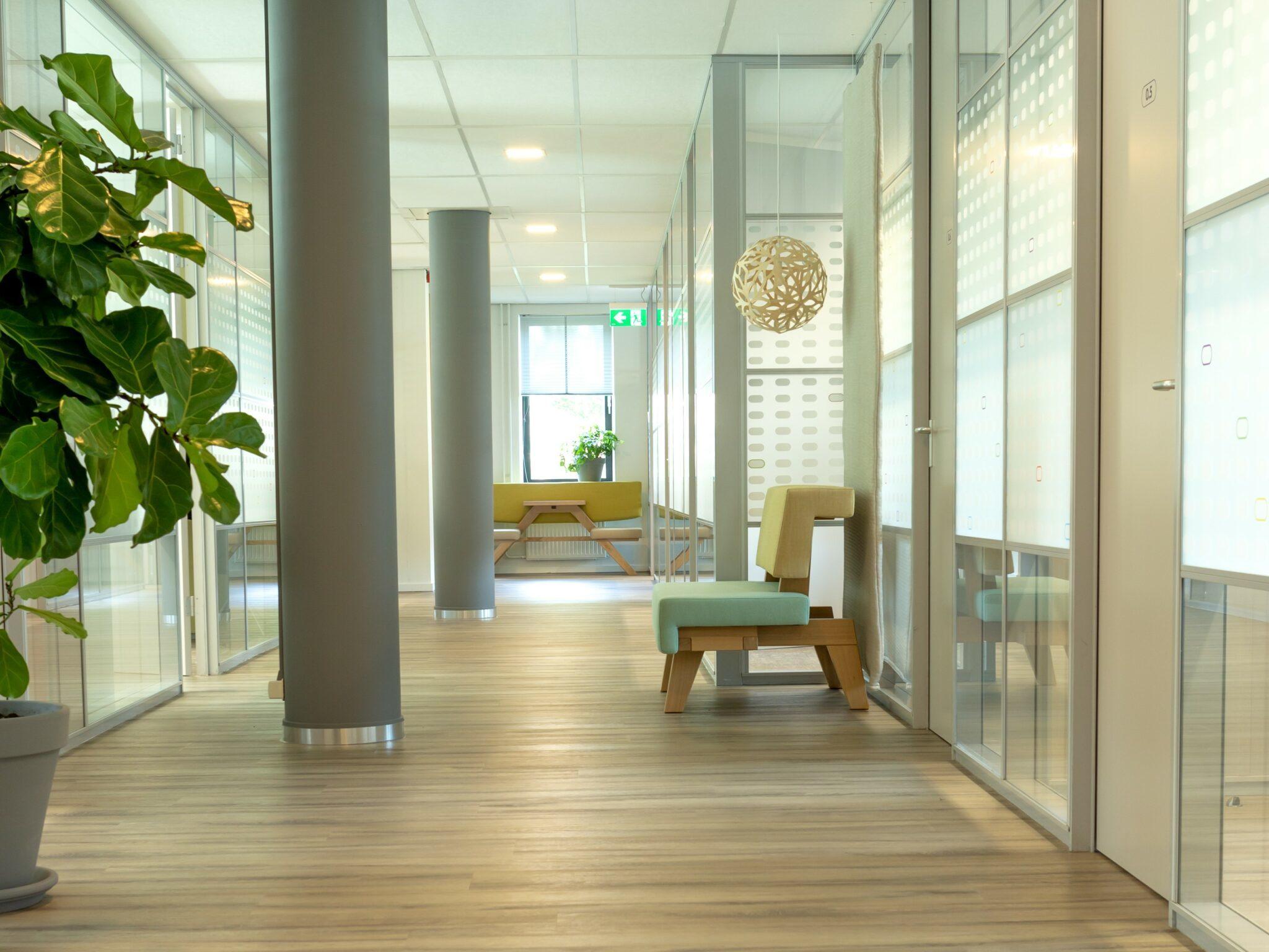 Jeugdzorg wanden en vloer Heering Office Den Haag