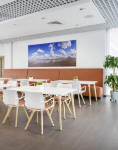 Kusch+Co kantoormeubelen Den Haag kantinemeubilair Heering Office