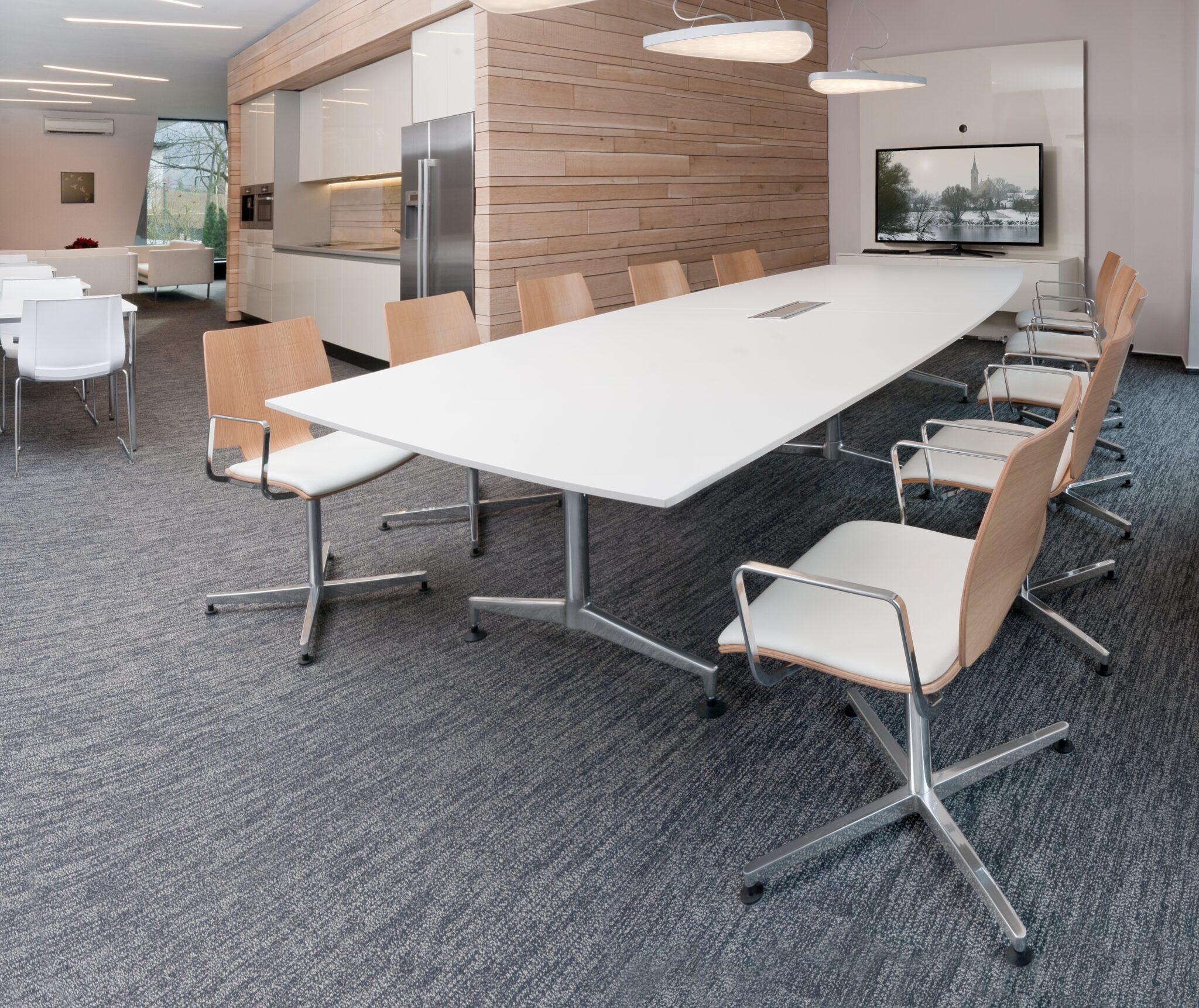 Kusch+Co kantoormeubilair Den haag vergadertafel Heering Office