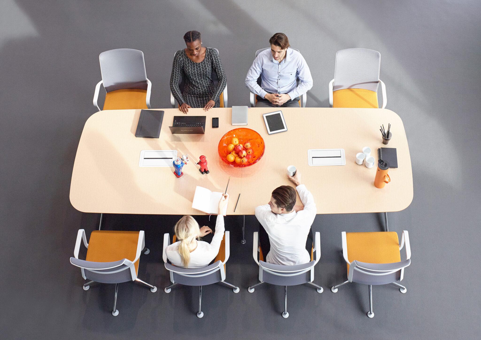 Senator kantoormeubelen Den Haag vergadertafel - conferentiestoelen Heering Office