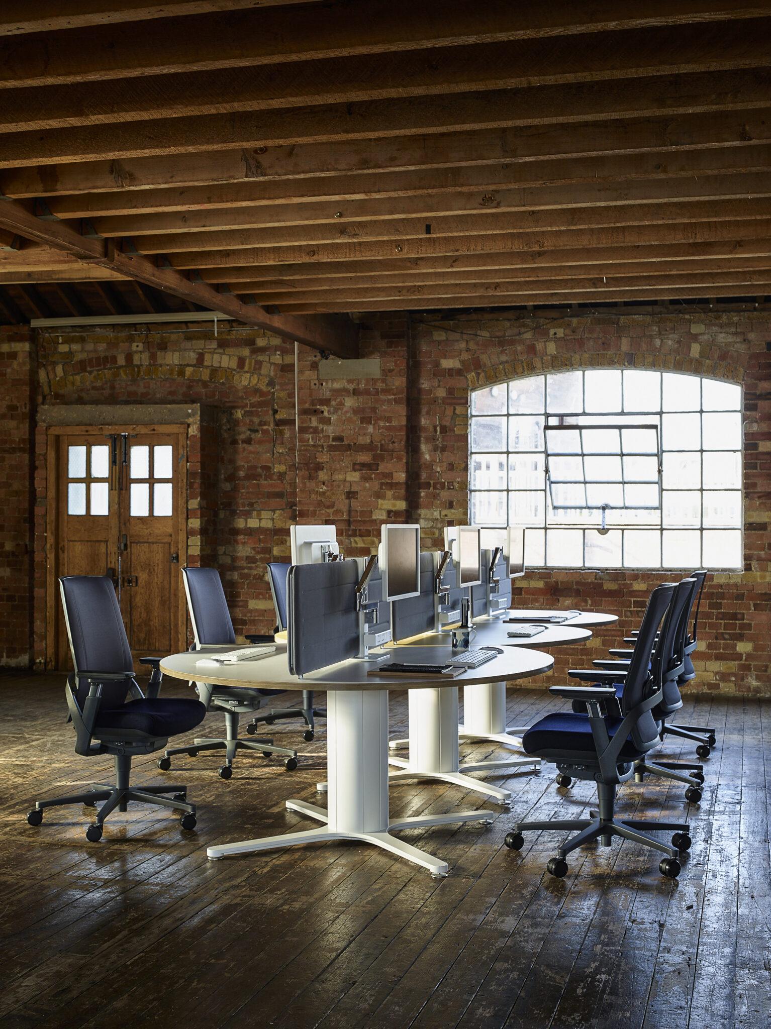 Senator kantoormeubelen werkplek - bureau - bureaustoel Heering Office Den Haag