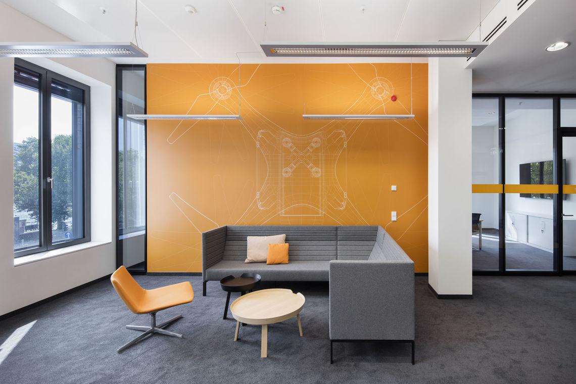 Vescom kantoormeubilair Den Haag wallvisual 3 Heering Office