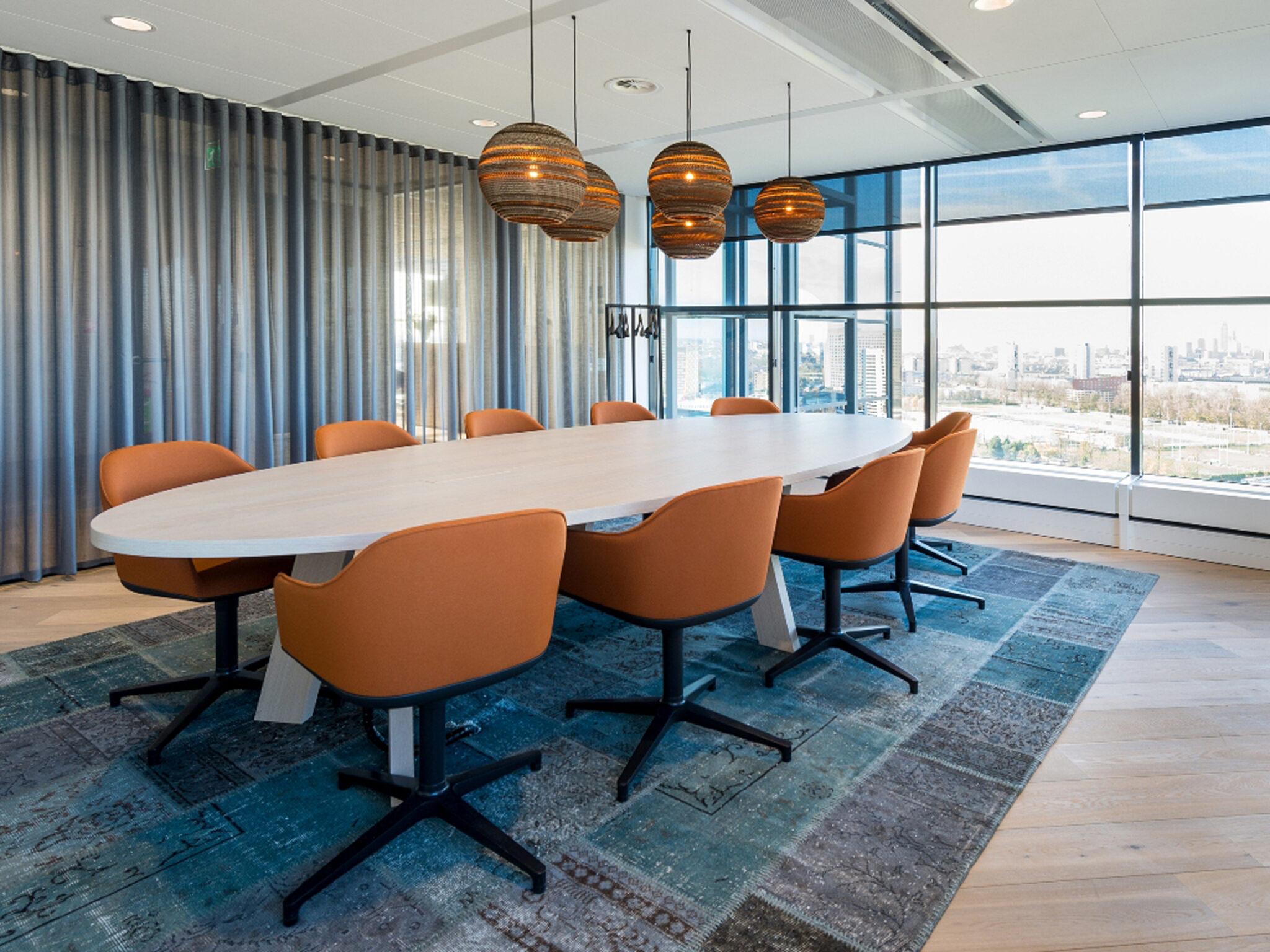 Castelijn vergadermeubilair - vergadertafel Heering Office Den Haag