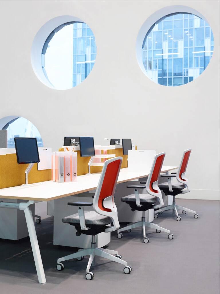 Senator-kantoormeubilair-Clipper-Den-Haag-bureaustoel-Heering-Office-767x1024