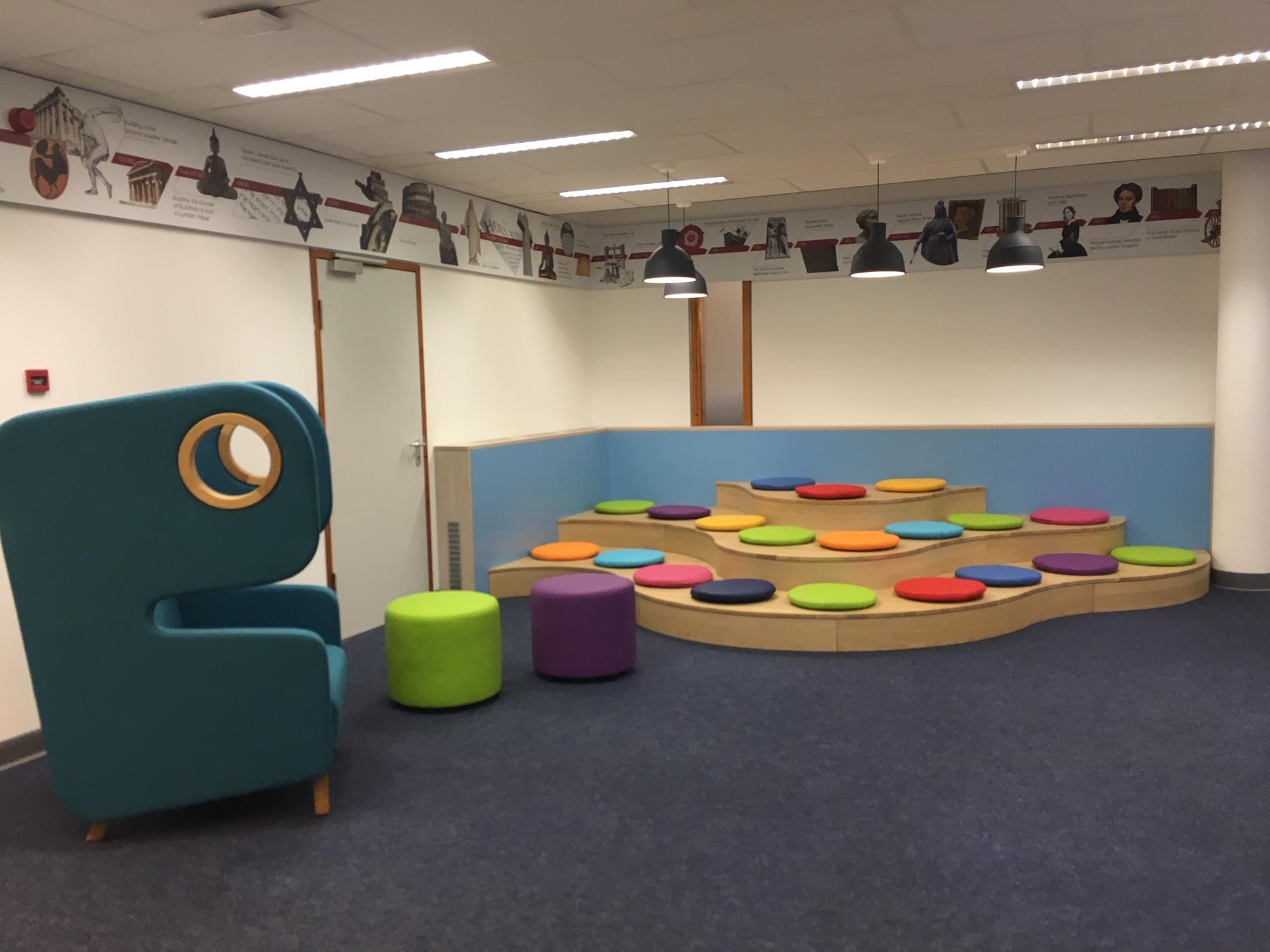 voorleespodium op maat Heering Office Den Haag