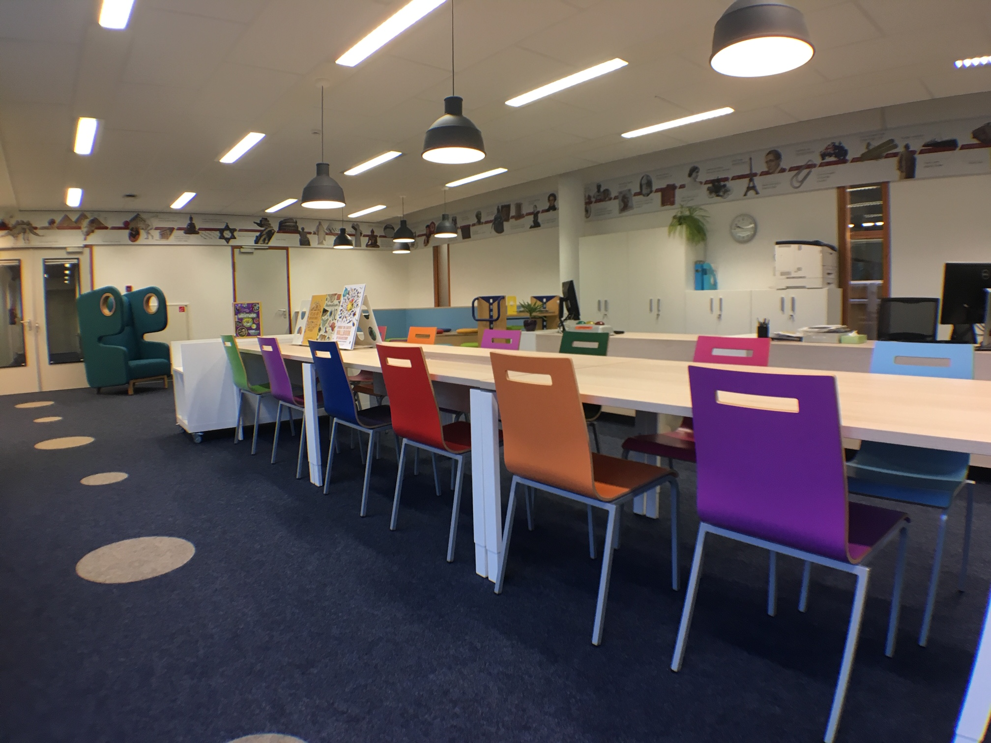 leestafel kinderbibliotheek Heering Office Den Haag