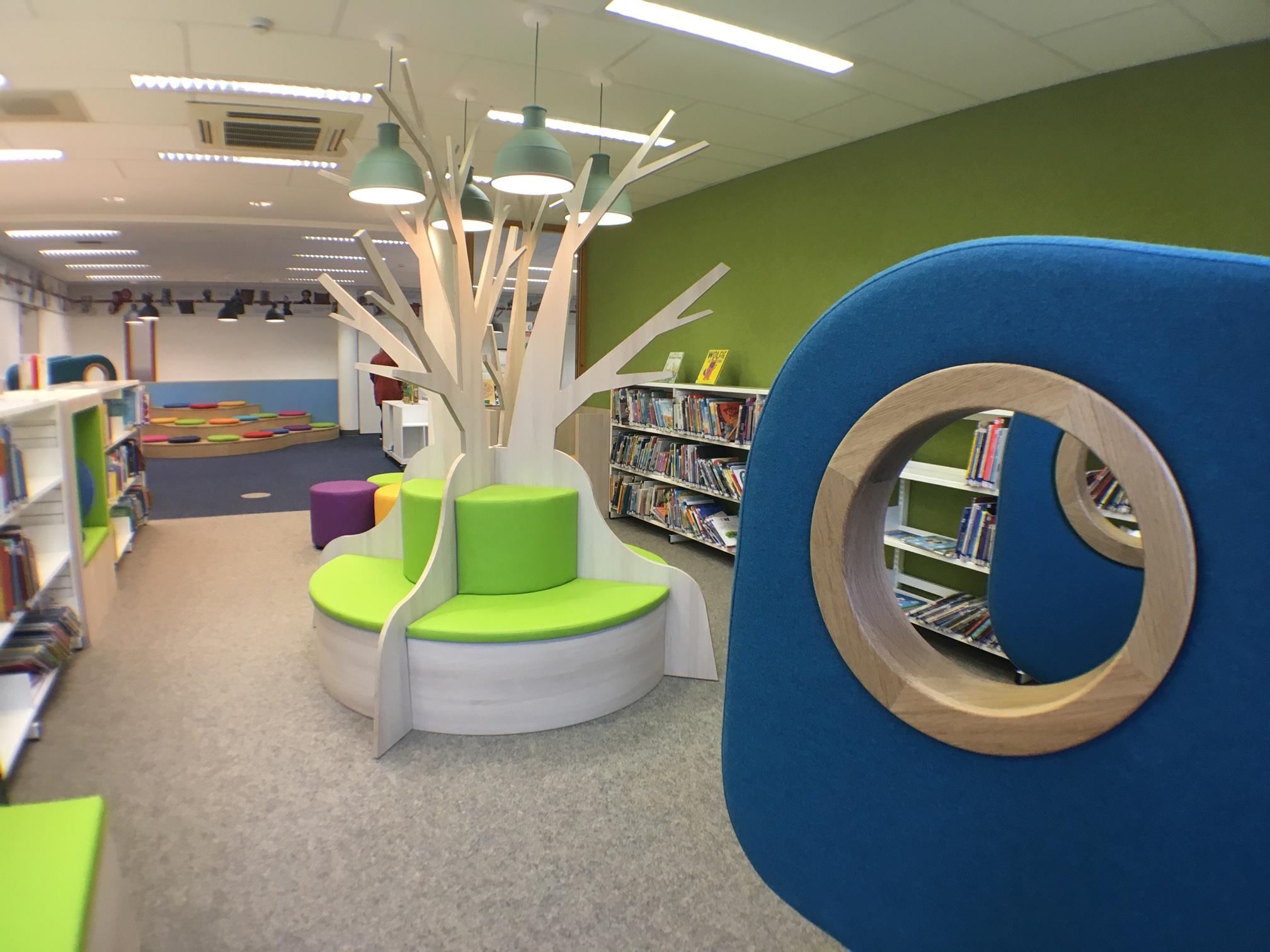 voorleesboom maatwerk kinderbibliotheek Heering Office Den Haag