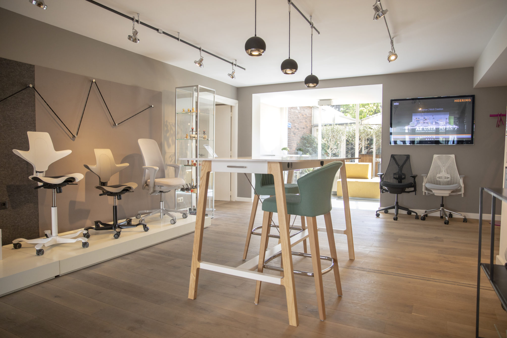showroom kantoormeubilair Heering Office Den Haag